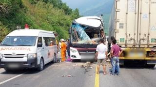 베트남서 한국 관광객들 탄 버스, 트럭과 충돌…11명 부상