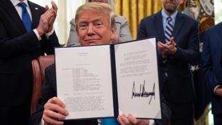트럼프, 공군 산하에 '우주군 창설' 명령