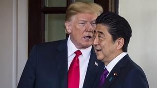 """트럼프, 아베에 """"납치문제 중시""""…북미회담서 일본 입장 전달할 듯"""