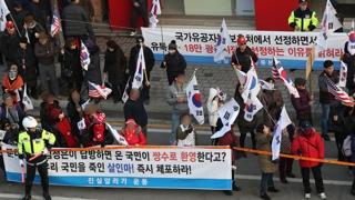 김진태 의원 지역구 규탄 vs 지지 집회 동시 개최