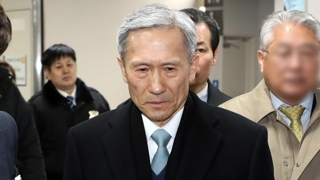 '군 댓글조작' 김관진 1심서 징역 2년 6개월