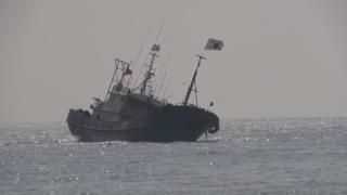 제주서 압송 중 좌초 중국 어선…예인 중 침몰