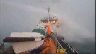 여수 오동도 해상서 석유 운반선 화재…3명 사상