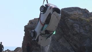 SUV차량 바다 추락…19살 친구들 5명 사망