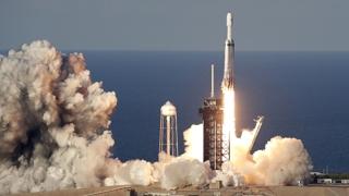 스페이스X '팰컨 헤비' 첫 상업비행 성공