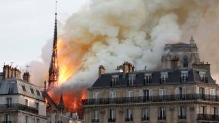 """프랑스 노트르담 대성당 큰 불…""""우리 일부가 불탔다"""""""
