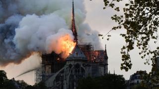 파리의 상징 불탔다…노트르담 대성당 큰 불