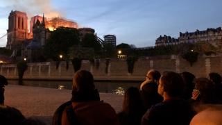 '불에 탄 佛 상징' 노트르담에 눈물…전세계 탄식
