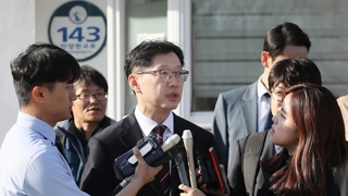 """김경수 보석에 """"현명한 판단 vs 사법포기 선언"""""""