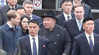 김정은 전용열차로 블라디보스토크역 도착…극동연방대학으로 이동