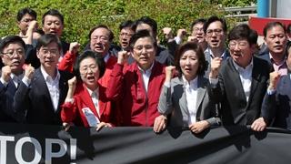 여야 4당 5·18 전야제 참석…한국당 장외투쟁