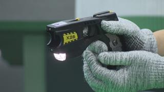 """""""경찰 폭행 시 테이저건""""…물리력 사용 기준 마련"""