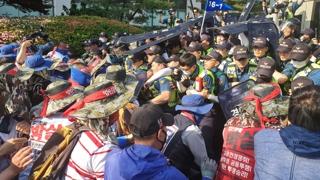 현대중·대우조선 노조 - 경찰 충돌…12명 연행