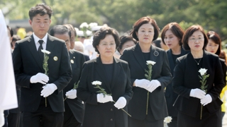 """""""새로운 노무현의 꿈""""…10주기 추도식 엄수"""