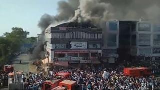 """인도 서부서 4층짜리 건물 화재…""""10대 15명 이상 사망"""""""