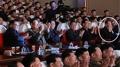 El líder norcoreano ve una actuación artística con Kim Yong-chol en medio del ru..