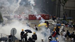 홍콩 시위대-경찰 충돌…최루가스·물대포 발사도