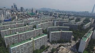 집값 반등에 제동 걸리는 강남 아파트 재건축