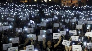 홍콩 200만명 '검은 대행진'…행정장관 결국 사과