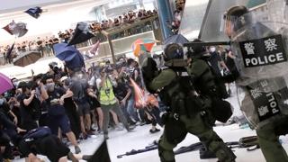 홍콩 시민 '송환법 반대' 시위…경찰과 또 충돌