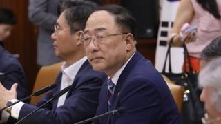 """홍남기 """"일본, 수출통제 철회하고 협의 나서야"""""""