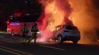 관광버스 들이받은 SUV 화재…인명피해 없어