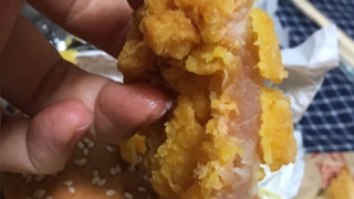 """""""햄버거 속에 날고기가""""…맥도날드 황당 햄버거"""