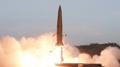 KCNA: Corea del Norte dispara un nuevo sistema de cohetes bajo la supervisión de..