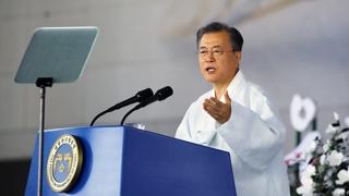 """민주당 """"대통령 비전 돋보여""""…한국당 """"공허한 말 잔치"""