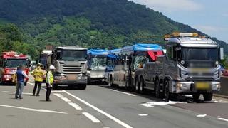 남해고속도로서 차량 5중 추돌…37명 부상