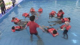 울산 바닷가에서 배우는 생존수영 교실 인기