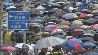 """폭우 속에서도 모인 시위대…""""5가지 요구 수용하라"""""""