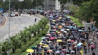 집회 이어 1㎞ 거리행진…대규모 시위 초읽기