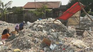 농지가 쓰레기산으로…인도네시아, 선진국발 쓰레기에 몸살