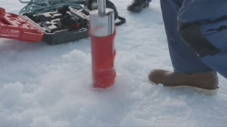 눈과 함께 내리는 미세플라스틱…북극도 비상