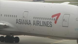 아시아나 여객기 美서 날개 파손으로 결항…승객 불편