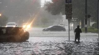 폭우로 美텍사스주 물난리…버뮤다는 허리케인 피해