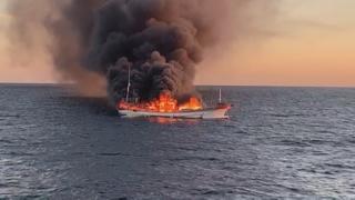 진도 해상서 어선 화재…선원 12명 전원 구조