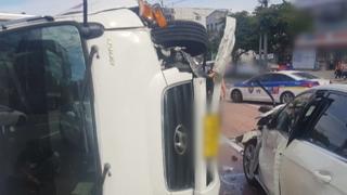 음주운전 트럭 차량 4대 추돌·전복…5명 부상