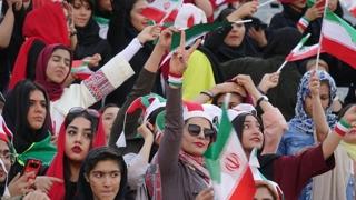 이란 여성 축구경기장 입장 역사적 허용