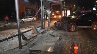 '신호 무시' 승용차, 버스와 충돌…11명 다쳐