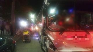 '졸음운전' 통근버스, 불법 주차 차량 '쾅쾅'…7명 부상