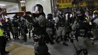 홍콩 시위대 2명, 경찰이 쏜 실탄 맞아…1명 위독