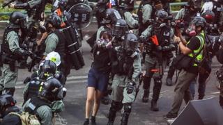 홍콩경찰, 시위대 '최후보루' 이공대 진입