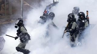 경찰, 시위대 '최후보루' 이공대 진입…잦아진 실탄 사용