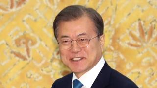 """[녹취구성] 왕이 만난 문 대통령 """"조만간 시진핑 만나길 기대"""""""