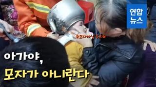 [영상] 호기심 많은 아기의 수난…'주전자는 모자가 아니란다'