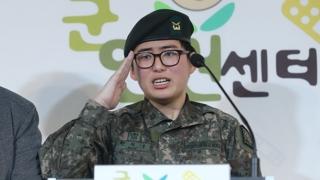 """'성전환 부사관' 전역 결정…""""복무할 수 없는 사유"""""""