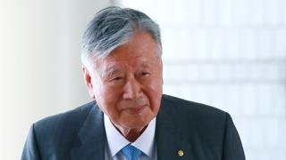 이중근 부영 회장 2심서 징역 2년6개월…재구속
