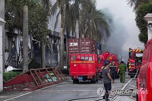 베트남 남부 빈즈엉 지역의 반중시위 와중에서 불타는 대만업체 공장